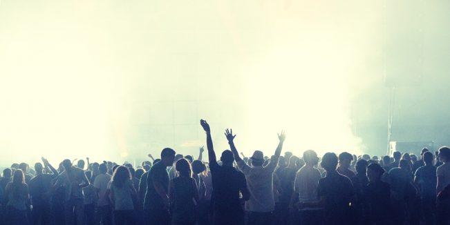 FALSOS MELÓMANOS conciertos multitudinarios.